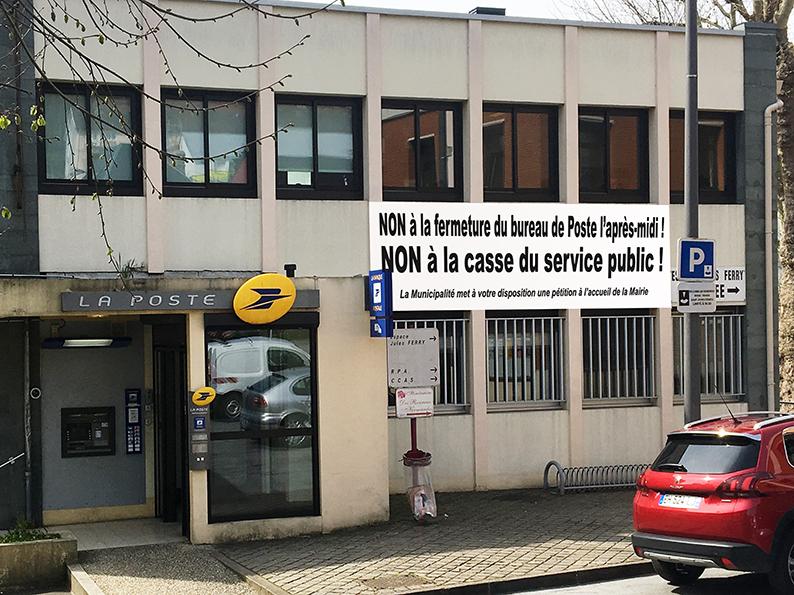 2019-04-15 - Banderole pétition fermeture Poste